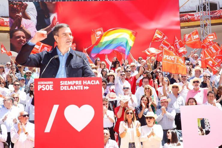 """Sánchez a los indecisos: """"El PSOE es el único que puede derrotar a las tres derechas"""""""