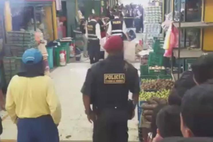 Mató a su ex mujer en el mercado donde trabajaba a plena luz del día [VIDEO]