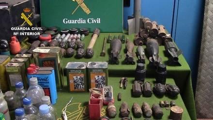 Armas, material explosivo y cartuchería encontradas en una caseta en Barcelona