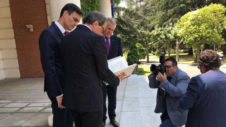 Encuentro Sánchez-Torra con luz y taquígrafos