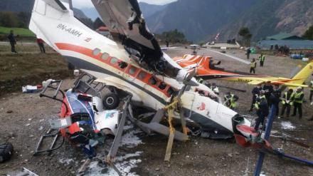 Un avión arrolla a tres personas [Vídeo]