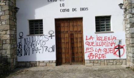 'Iglesia que ilumina es la que arde', pintadas que han aparecido en dos iglesias de Ávila