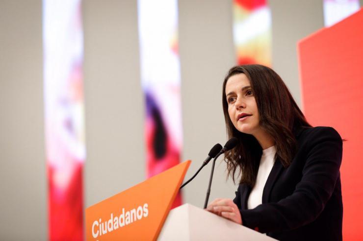 Arrimadas: 'El bipartidismo vive en una ensoñación del pasado, ahora le toca a Casado apoyar a Cs'