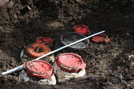 Localizado en Irún (Guipúzcoa) un zulo de ETA con siete bidones con material explosivo