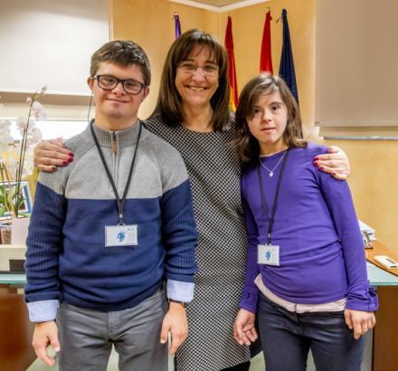Tres alumnos con discapacidad de la Fundación Gil Gayarre se incorporan a la plantilla municipal de Pozuelo para realizar prácticas laborales