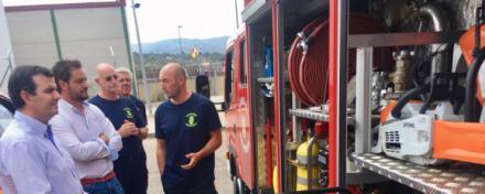 El diputado responsable de Protección Civil visita a las agrupaciones y a los bomberos voluntarios de Arenas y Sotillo