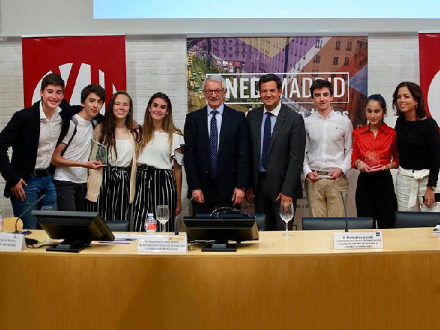 Alumnos del IES Las Rozas I y el Federico García Lorca, premiados en el II Torneo de Debate Educativo de la UNED