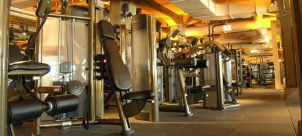 Nuevo mobiliario deportivo en El Escorial