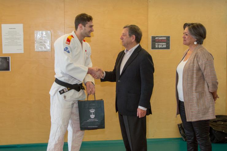 El campeón del mundo de Judo visita la Escuela Municipal de Artes Marciales de Villanueva de la Cañada