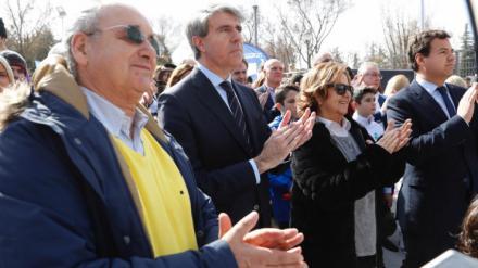 Garrido homenajea a Ignacio Echeverría en la inauguración de sus pistas de patinaje en Las Rozas