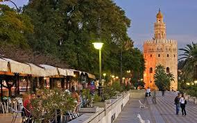 Andalucía suma 8.882 millones de euros de gasto de visitantes del exterior en los ocho primeros meses, tras un crecimiento del 1,15%