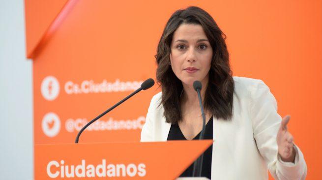 """Inés Arrimadas aboga por """"dejar atrás el sanchismo y el bipartidismo"""""""