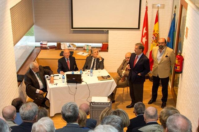 Mesa redonda sobre la bandera de España en Villanueva de la Cañada