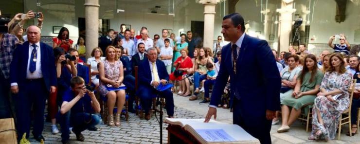 Carlos García asume la Presidencia de la Diputación con 'la mano tendida' para un 'mandato histórico'