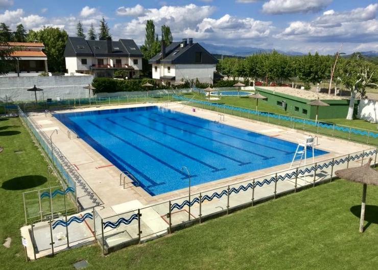 Ayudas para las familias en los campus deportivos y cursillos de natación de verano en El Escorial