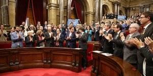 Cataluña: El fiscal se querella por rebelión, sedición y malversación contra Puigdemont y Forcadell