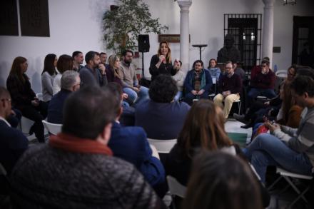"""Susana Díaz insta al uso responsable de las redes sociales para defender a Andalucía de la """"amenaza real de regresión"""" de las derechas"""