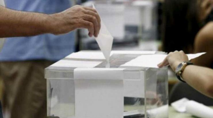 En Ávila, con el 50,36 por cien escrutado, PSOE, PP y Cs obtendrían un diputado