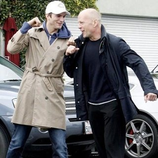 Ashton Kutcher llora ante Bruce Willis